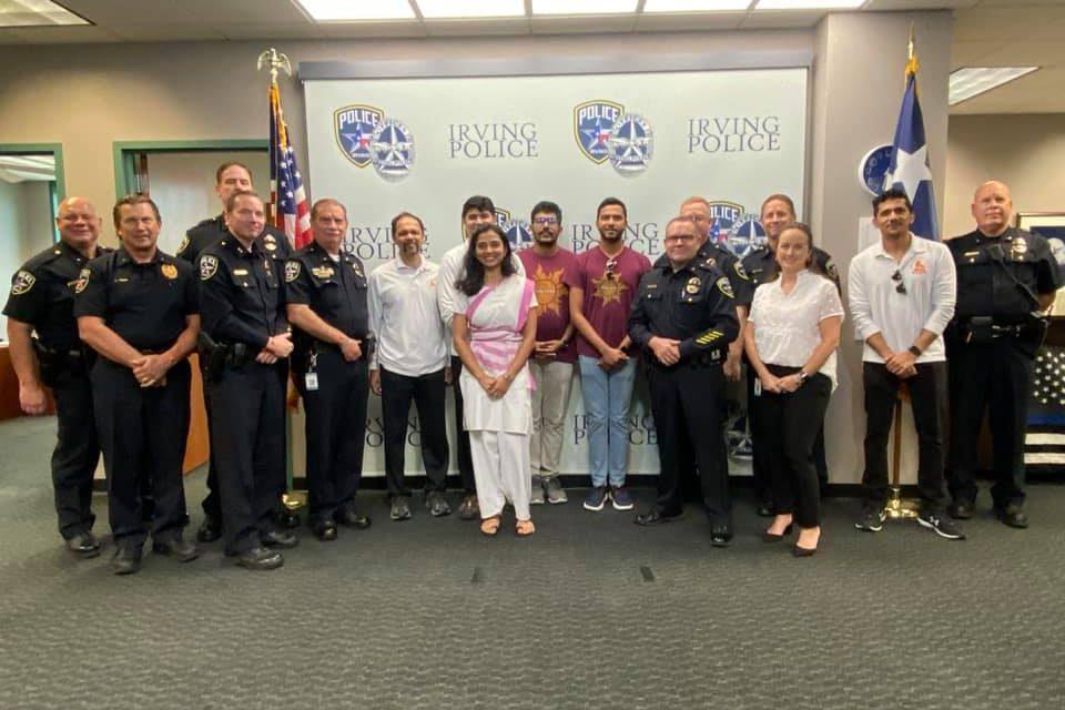 Irving Politie bureau viert Raksha Bandhan met Hindu Swayamsevak's